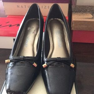 Life stride chocolate brown patent/leather heels
